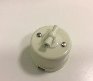 Bironi выключатель 1кл. проходной, пластик, слоновая кость